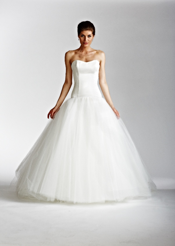 ed3b46a8741b I kan læse meget mere om de smukke kjoler samt bestille tid til et besøg i  showroomet i København hvis du ønsker at prøve en af kjolerne på www.gudnitz .com